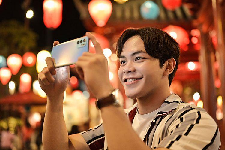 Kamera AI Oppo Reno6 dapat mengambil foto dan video layaknya profesional.