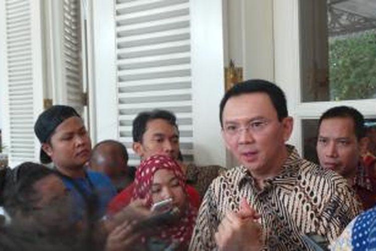 Gubernur DKI Jakarta Basuki Tjahaja Purnama seusai melepas truk operasi pasar PD Pasar Jaya, di Balai Kota, Kamis (2/7/2015).
