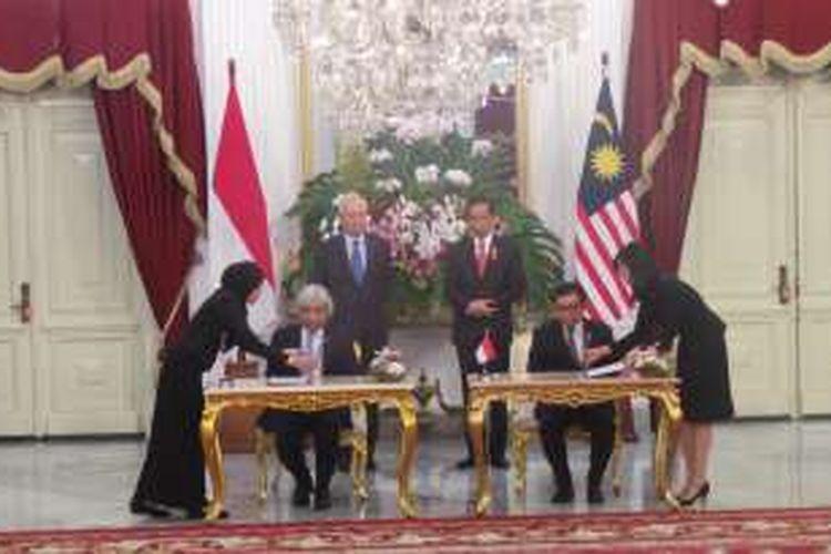 Presiden Joko Widodo menerima Perdana Menteri Malaysia Najib Bin Haji Tun Abdul Rajak di Istana Merdeka, Jakarta,  Senin (1/8/2016).