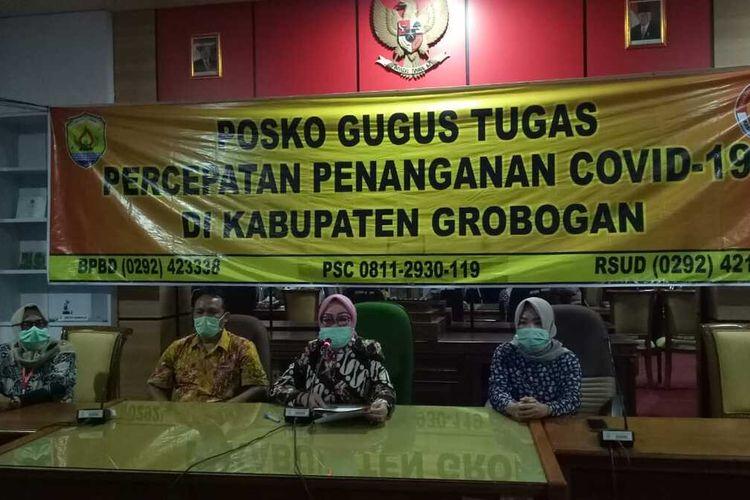 Bupati Grobogan Sri Sumarni saat jumpa pers di ruang rapat wakil bupati, Jumat (10/4/2020).