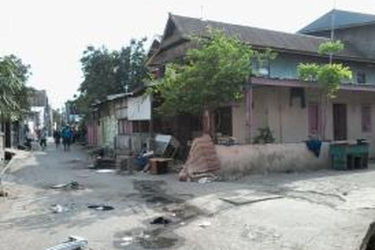 Puluhan rumah warga rusak akibat perang kelompok antara pemuda Kelurahan Barabaraya Timur melawan pemuda Kelapa Tiga.