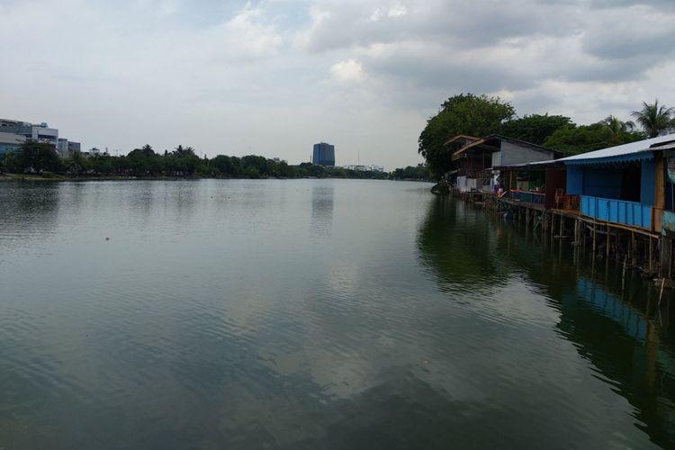 Kondisi danau Sunter, Jakarta Utara, Rabu (29/11/2017). Menteri kelautan dan perikanan Susi Pudjiastuti berharap danau Sunter dapat dibuat seperti danau Jenewa di Swiss dibawah pemerintahan Anies Sandi.
