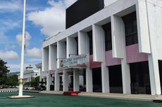 Wagub Klemen Tinal Meninggal Dunia, Kantor Gubernur Papua Kibarkan Bendera Setengah Tiang