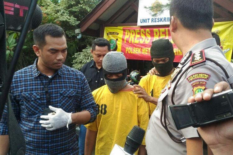 Polsek Metro Penjaringan Jakarta Utara merilis penangkapan dua orang pelaku curanmor, Rabu (16/8/2017).