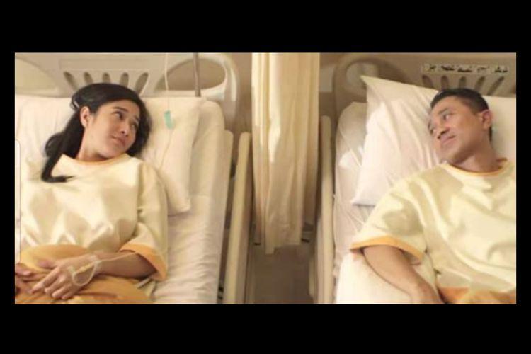 Dian Sastrowardoyo dan Lukman Sardi dalam film 7 Hari 24 Jam (2014)