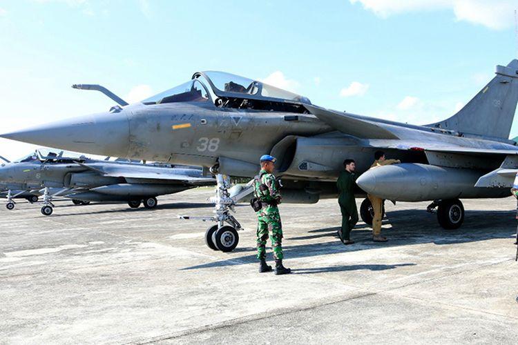 Tujuh  pesawat tempur Angkatan Laut Perancis jenis Rafale terpaksa harus mendarat darurat di Lanud Sultan Iskandar Muda, Aceh Besar, akibat cuaca buruk,   Sabtu (18/5/2019), sekitar  Pukul 11.45 Wib.
