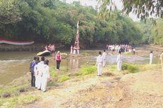 Komunitas Ciliwung Depok Kibarkan Bendera di Sungai