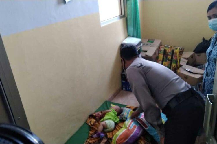 Bayi yang dibuang di rumah Kusni saat dirawat di PuskesmasDesa Jepang, Kecamatan Mejobo, Kabupaten Kudus, Jawa Tengah, Rabu (17/3/2021).