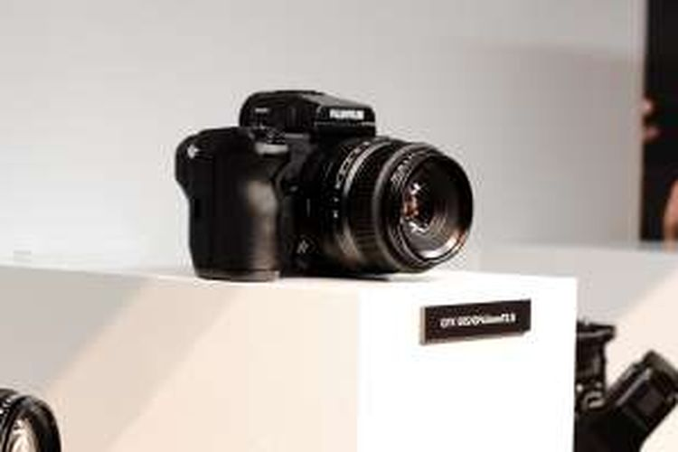 Fujifilm GFX 50S, kamera medium format digital pertama Fujifilm dirilis di ajang Photokina 2016 di Cologne, Jerman, Senin (19/9/2016).