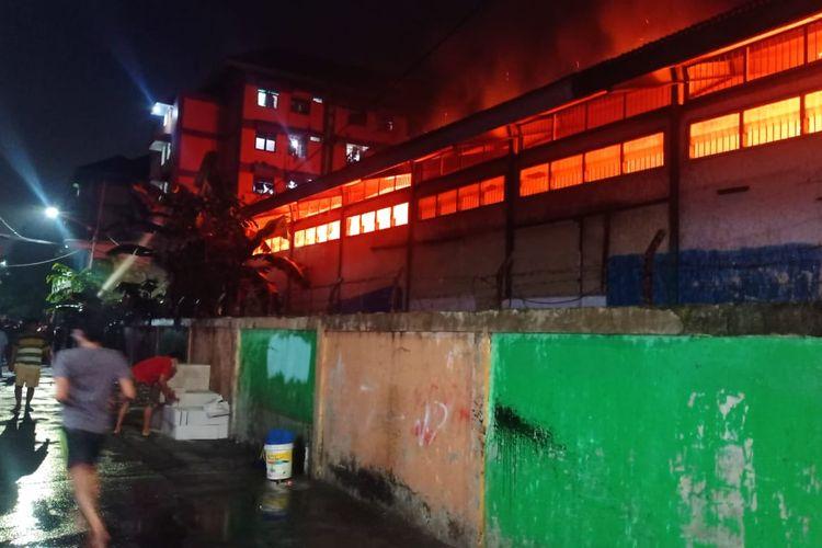 Gudang Farmasi Dinas Kesehatan DKI Jakarta yang beralamat di Gang Rosalia, RT 05/02 Pondok Bambu, Duren Sawit, Jakarta Timur, hangus terbakar, Kamis (8/7/2021) malam.