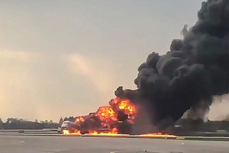 Potongan video dari akun Instagram Mikhail Norenko pada 5 Mei 2019n memperlihatkan pesawat Sukhoi Superjet 100 milik Aeroflot terbakar tak lama setelah mendarat darurat di Bandara Sheremetyevo, Moskwa, Rusia.