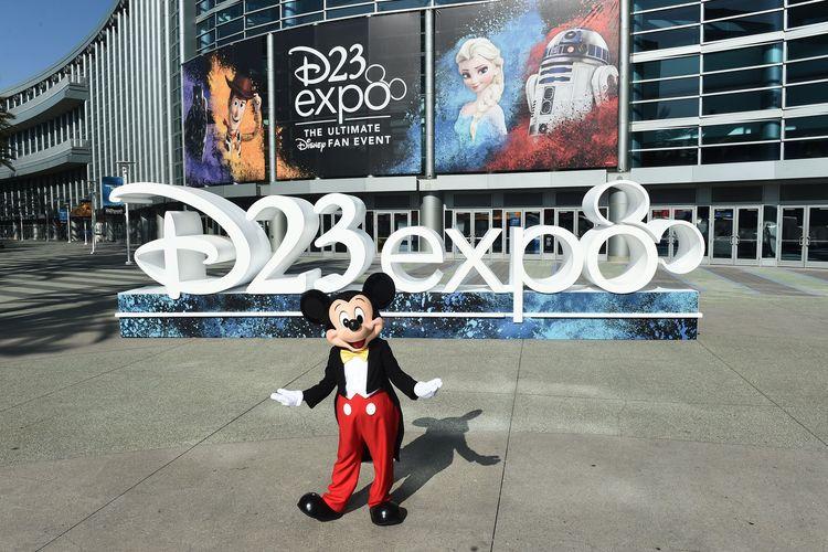 Ribuan penggemar Disney berkumpul di Anaheim Convention Center, Anaheim, California, pada 23 hingga 25 Agustus untuk menghadiri D23 Expo, ajang pertemuan (konvensi) fans. Dalam acara itu, penggemar berkesempatan mendengarkan pengumuman tentang film terbaru, trailer film secara eksklusif, bahkan bertemu para bintang idola.