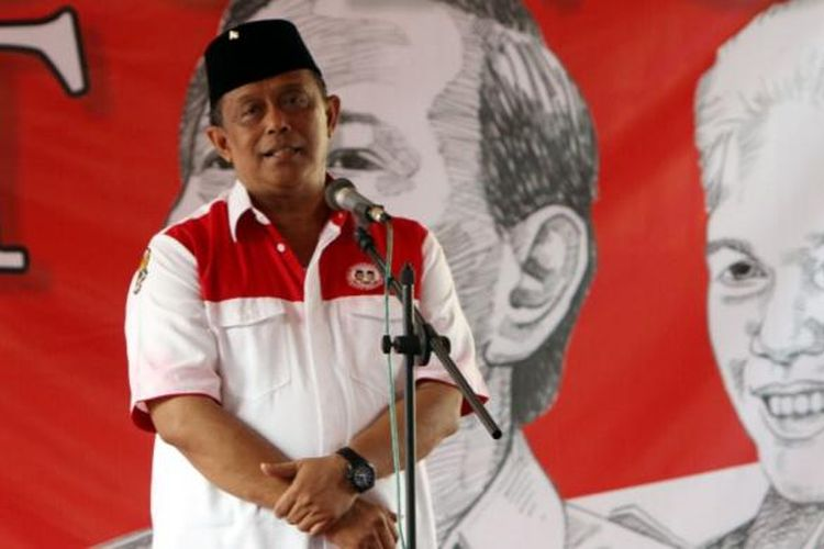 Mantan Panglima TNI, Jenderal Purnawirawan Djoko Santoso saat deklarasi dukungannya kepada pasangan capres-cawapres Prabowo Subianto-Hatta Rajasa, di posko Djoko Santoso Center 328, Jakarta Pusat, Senin (2/6/2014). Djoko Santoso menyatakan organisasi masyarakat di bawah naungannya dapat menghantarkan Prabowo-Hatta memenangi pilpres Juli mendatang.