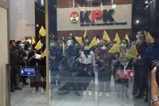Revisi UU KPK Disahkan, Pegawai KPK dan Aktivis Sorot Laser ke Logo KPK