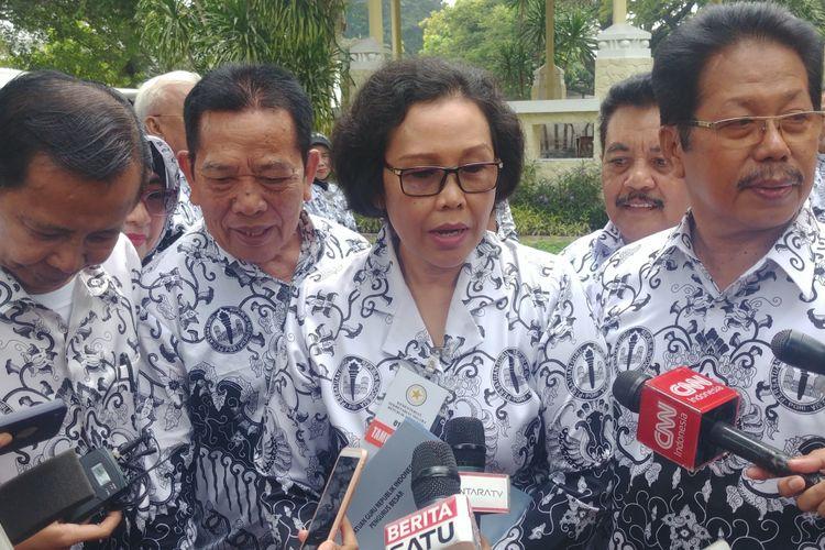 Ketua Umum PGRI Unifah Rosyidi kepada wartawan, usai bertemu Presiden Jokowi di Istana Kepresidenan, Jakarta, Rabu (5/12/2018).