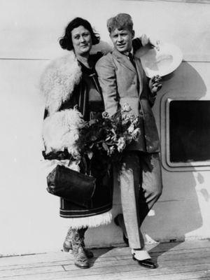 Isadora Duncan bersama Sergey Aleksandrovich Yesenin. (AP Photo)