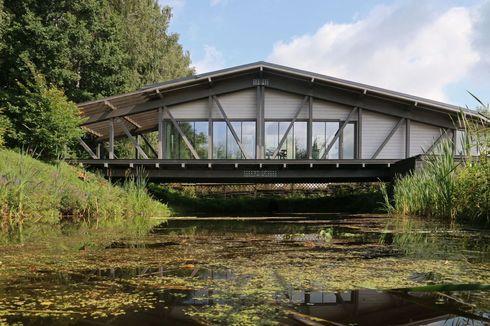 Unik, Rumah di Rusia Dibangun di Atas Jembatan