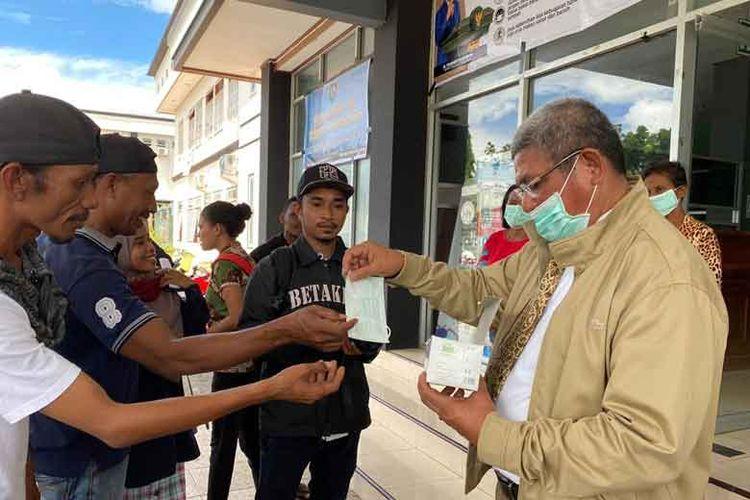 Bupati Maluku Tenggara Thaher Hanubun mengimbau warga untuk tidak panik dan mempercayai isu yang beredar.