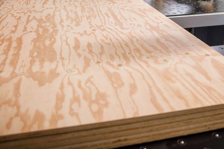 Plywood atau kayu lapis merupakan Kayu lapis adalah material berbahan dasar kayu. Material ini punya kekuatan yang lebih dibanding kayu konvesional