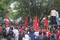 Dijaga Ketat TNI-Polri, Demo Tolak UU Cipta Kerja di Malang Berakhir Damai