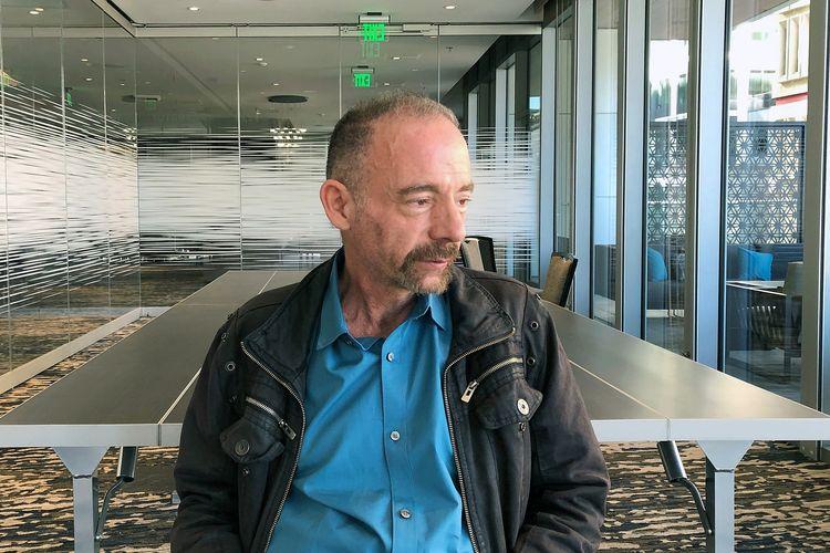 Foto tertanggal 4 Maret 2019 menampilkan Timothy Ray Brown saat difoto di Seattle. Brown adalah orang pertama yang sembuh dari HIV.