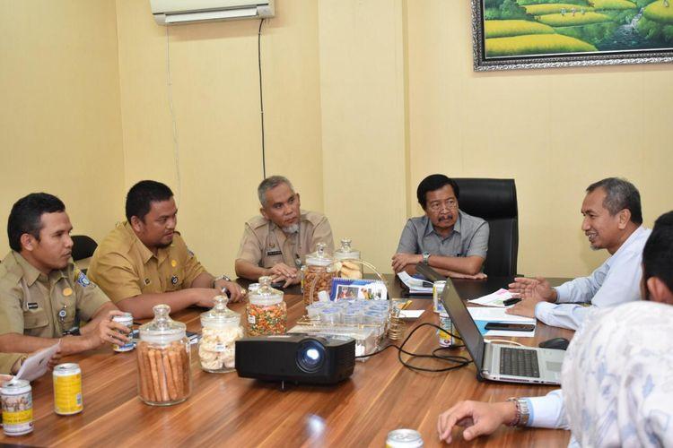 Wakil Gubernur Kepulauan Bangka Belitung Abdul Fatah saat pertemuan dengan tim PLN di gubernuran, Selasa (10/3/2020).