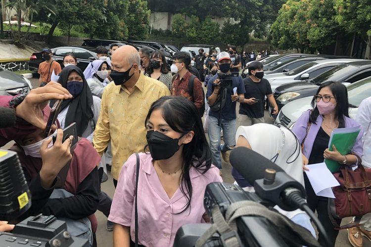Tyna Kanna di Pengadilan Agama Jakarta Selatan, Selasa (21/9/2021).