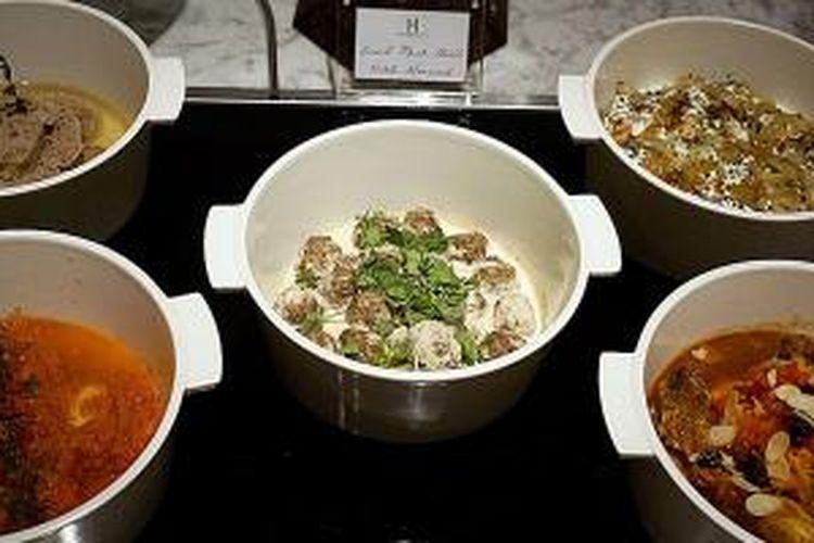 Aneka hidangan ala Timur Tengah di Hermitage Hotel.