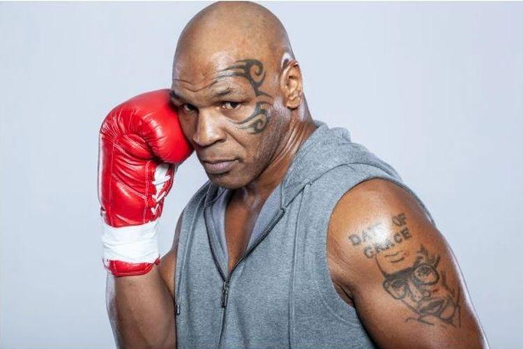 Tato Arthur Ashe yang ada di lengan kiri Mike Tyson.