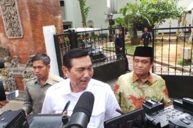 Mantan Menteri Perindustrian Luhut Binsar Panjaitan usai bertemu Presiden Joko Widodo di Istana Kepresidenan, Jakarta, Kamis (23/10/2014).