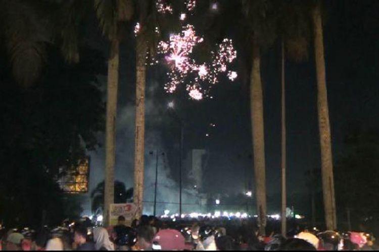 Warga memadati Lapangan Merdeka Pangkal Pinang menyambut tahun baru 2018.