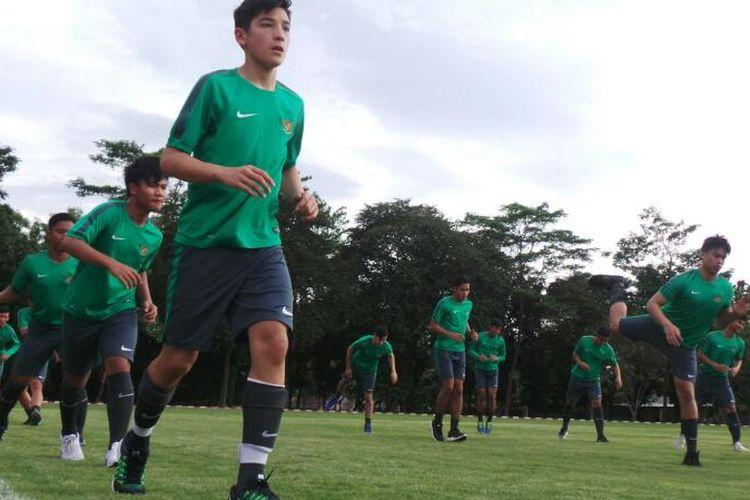 Jack Brown dkk menjalani seleksi tim nasional U-18 di Cijantung, Kamis (6/4/2017).