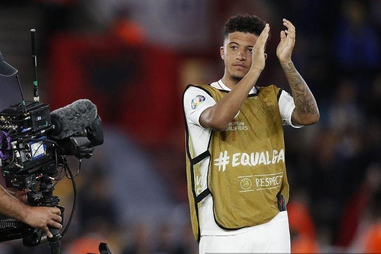 Jadon Sancho membalas aplaus penonton seusai pertandingan Inggris vs Kosovo di Stadion St. Marys dalam kualifikasi Euro 2020, 10 September 2019.