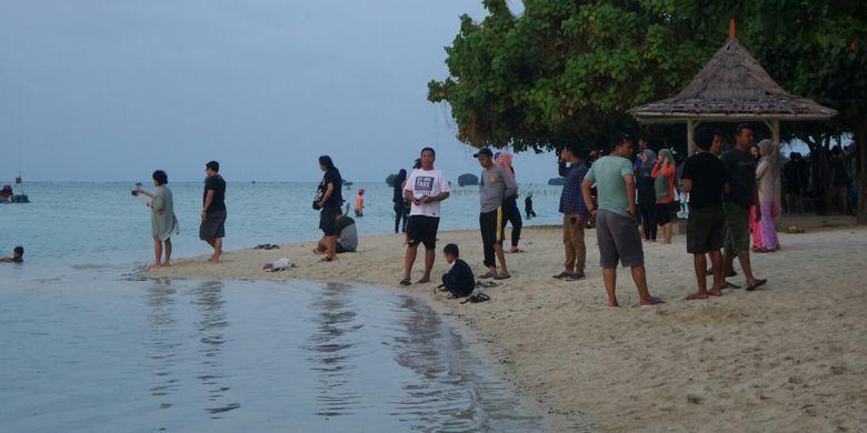 Pantai Perawan di Pulau Pari, Kepulauan Seribu, Sabtu (12/8/2017).