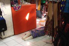 Ketika Maneken Dibiarkan Terjatuh di Pasar Blok G Tanah Abang