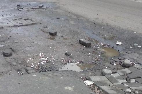 Kerusakan Jalan Akibat Banjir Paling Banyak di Jakarta Barat