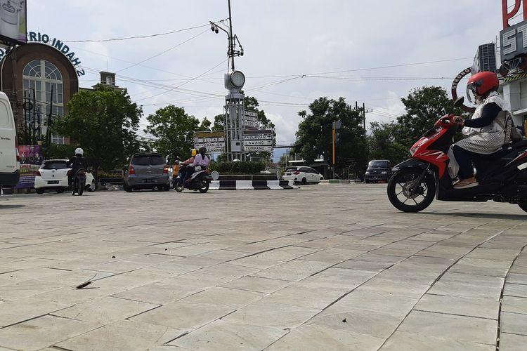 Suasana di persimpangan PLN di Kawasan Kayutangan Heritage Kota Malang setelah dibuka kembali, Senin (21/12/2020).