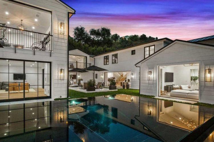 Rumah mewah Rihanna di Beverly Hills, Los Angeles, Amerika Serikat.