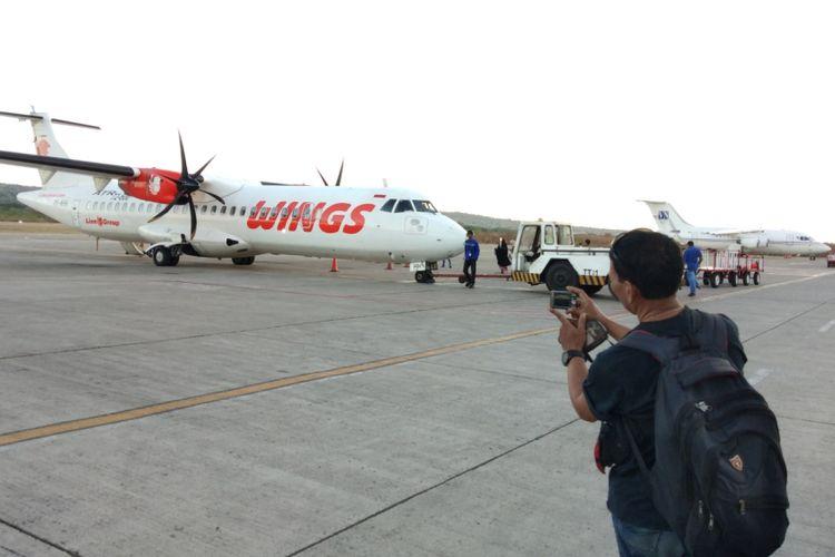 Pesawat Wings Air dengan  rute perdana Kupang-Lombok, saat berada di Bandara El Tari Kupang, NTT, Jumat (25/5/2018) petang
