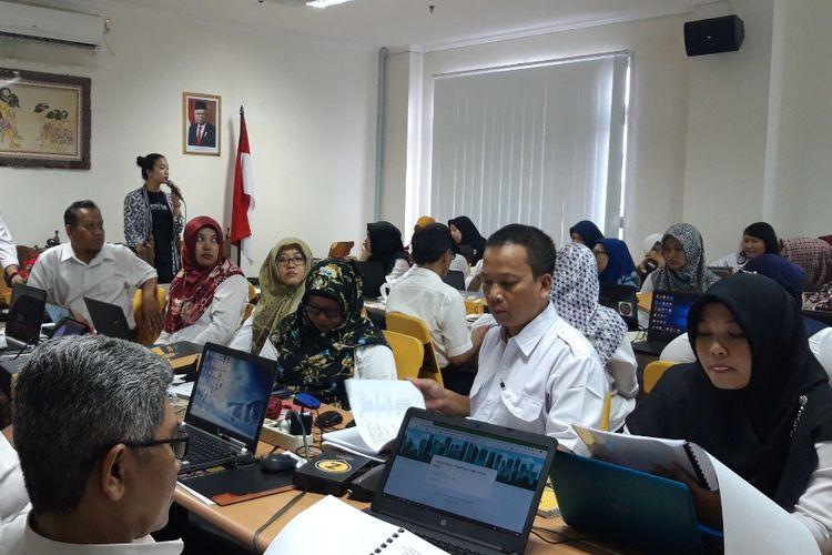 Zenius dan We Are Teacher memberikan pelatihan kepada 32 guru pilihan dari SMP Negeri di Kota Yogyakarta (20/11/2019). Para guru terpilih merupakan pengampu mata pelajaran Bahasa Indonesia, Bahasa Inggris, dan Matematika, dan Ilmu Pengetahuan Alam (IPA).