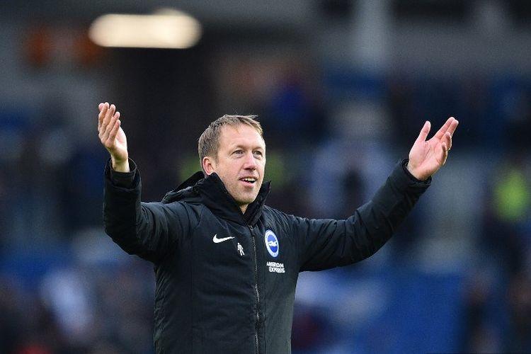 Manajer Brighton, Graham bereaksi pada peluit akhir selama pertandingan sepak bola Liga Primer Inggris antara Brighton dan Bournemouth di Stadion American Express Community di Brighton