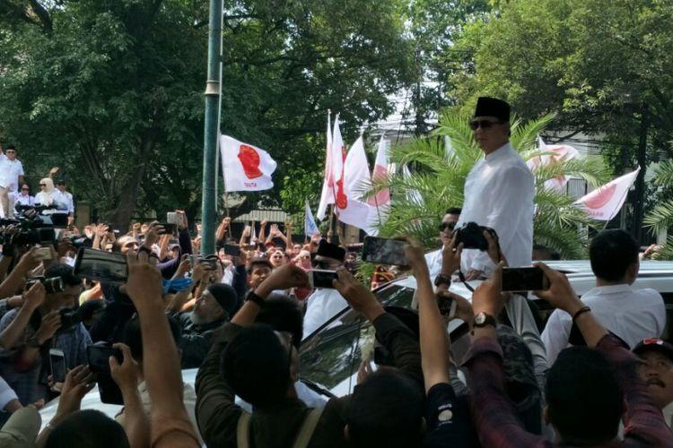 Ketua Umum Partai Gerindra Prabowo Subianto saat tiba di gedung KPU untuk mendaftar sebagai calon presiden, Jumat (10/8/2018).