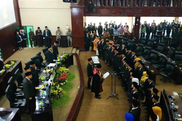 Sebanyak 50 anggota DPRD Kota Bekasi periode 2019-2024 dilantik pada Senin (26/8/2019).