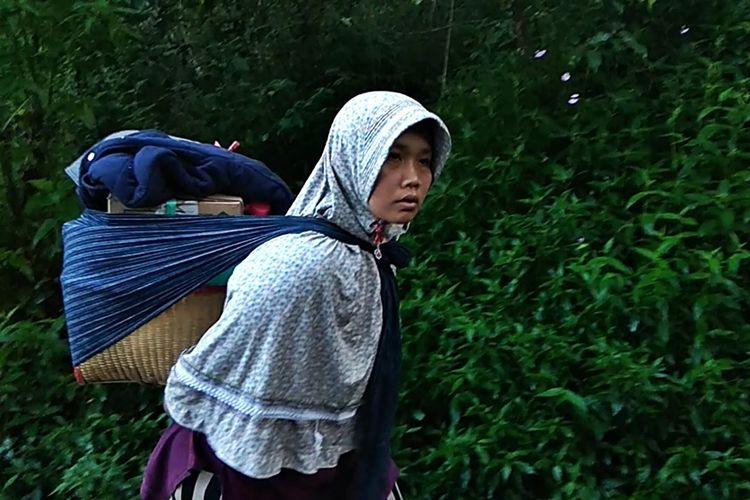 Dessy salah satu pemilik warung di jalur pendakian Puncak Lawu memilih menutup warungnya karena saat bulan puasa pendaki mengalami penurunan.