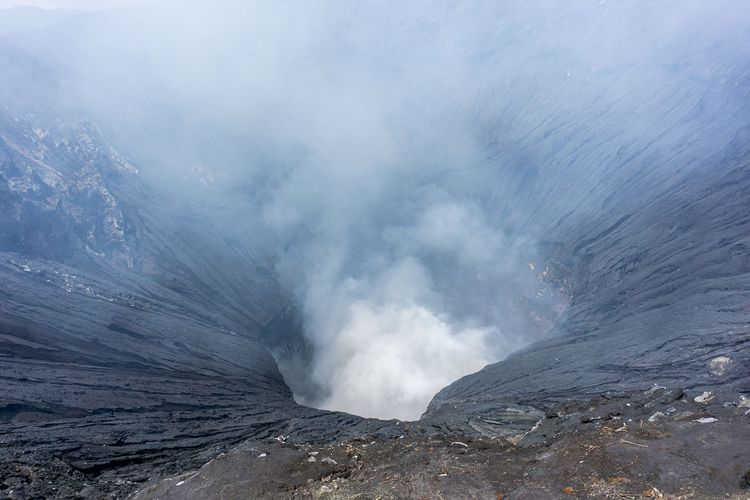 Kawah Gunung Bromo, Rabu (24/3/2021)