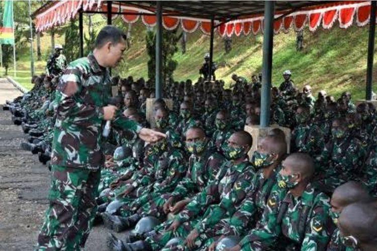 Sebanyak 1.000 putra dan putri Papua menjalani Pendidikan Pertama Bintara TNI di sejumlah Resimen Induk Daerah Militer (Rindam) di Jawa.