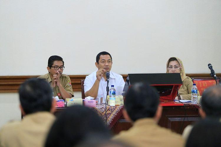 Wali Kota Semarang, Hendrar Prihadi saat memimpin Rapat Koordinasi guna mempersiapkan Rapat Kerja Nasional (Rakernas) Asosiasi Pemerintah Kota Seluruh Indonesia (Apeksi) 2019.