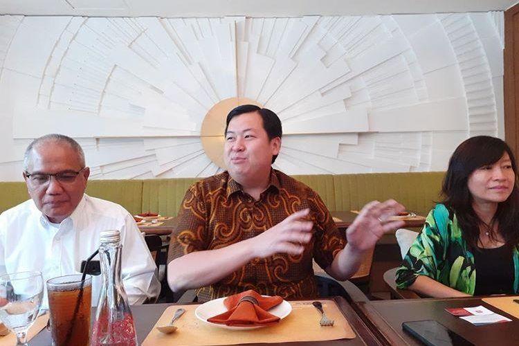 Advisor Lippo Cikarang Henry Riady (tengah) memaparkan proses pembangunan Meikarta di Jakarta, Kamis (16/1/2020).