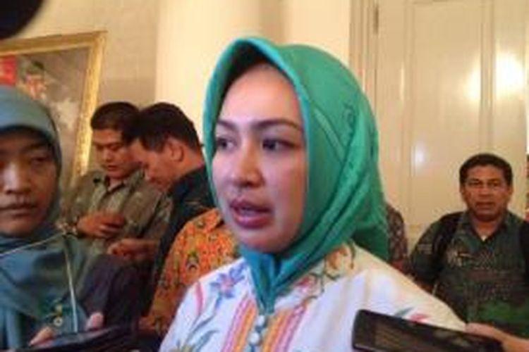 Wali Kota Tangerang Selatan Airin Rachmi Diany di Balai Kota DKI Jakarta, Kamis (26/3/2015).