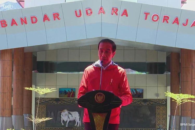 Foto tangkapan layar Presiden Joko Widodo meresmikan Bandara Toraja di Kabupaten Tana Toraja, Sulawesi Selatan, dan Bandara Pantar di Kabupaten Alor, Nusa Tenggara Timur, Kamis (18/3/2021).